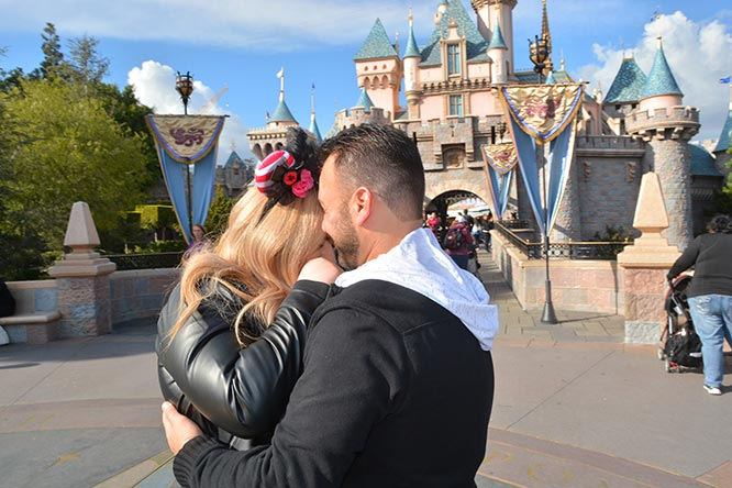 Sako proposed to Roubena in Disneyland